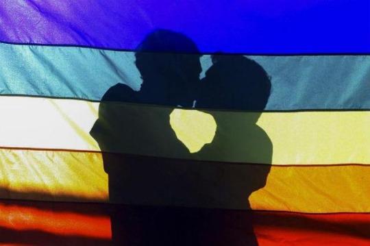 PrideRainbowFlagSilhouetteKiss